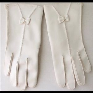Accessories - Beautiful vintage 50's white ladies gloves.